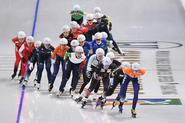 athletes-compete-in-the-ladies-mass-start-during-the-isu-world-single-picture-id634878396?k=6&m=634878396&s=612x612&w=0&h=ywdHS9uvunLeANuLpxVB6vXQgo8iVecUcL_3PK04pQA=