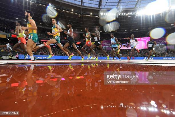 Athletes compete in the men's 5000m athletics event at the 2017 IAAF World Championships at the London Stadium in London on August 9 2017 / AFP PHOTO...