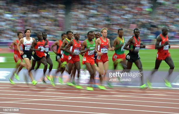 Athletes compete in the men's 5000m final at the athletics event of the London 2012 Olympic Games on August 11 2012 in London AFP PHOTO / JEWEL SAMAD