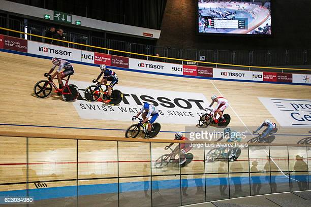 Athletes compete in the Men's points race of the Omnium during the UCI Track World Cup at Omnisport Apeldoorn on November 13 2016 in Apeldoorn...