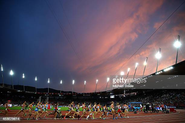 Athletes compete in the Women's 10000 metres final during day one of the 22nd European Athletics Championships at Stadium Letzigrund on August 12...