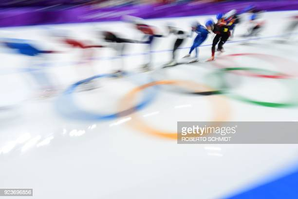 TOPSHOT Athletes compete in the women's mass start final speed skating event during the Pyeongchang 2018 Winter Olympic Games at the Gangneung Oval...