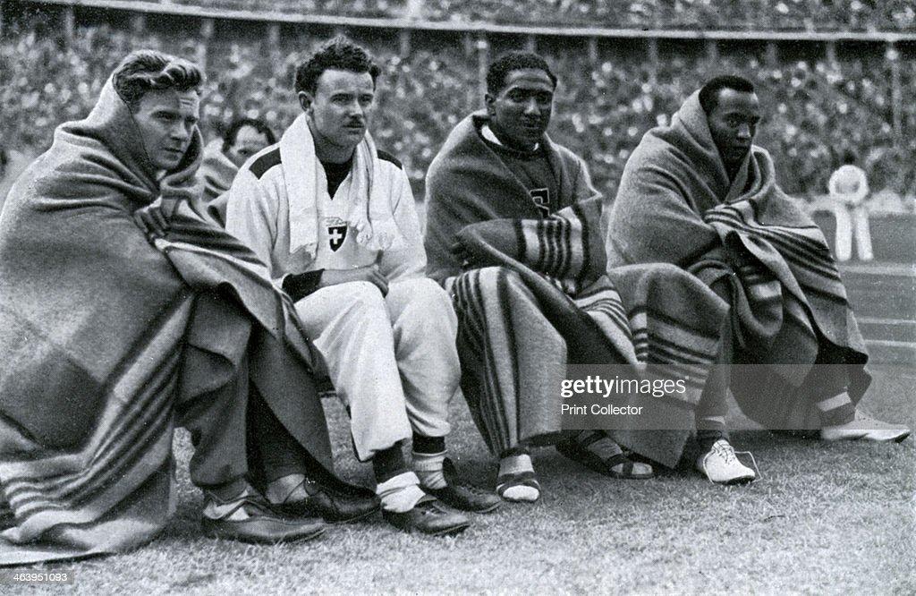 Athletes Frank Wykoff, Paul Hanni, Ralph Metcalfe and Jesse Owens, Berlin Olympics, 1936. : Nachrichtenfoto