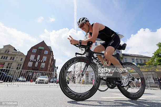 Athletes from the Olympic distance ride their bike through the Hamburg famous Reeperbahn at the ITU World Triathlon Hamburg on July 17 2016 in...