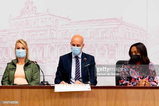 Athletes Lydia Valentin, Ana Peleteiro and the mayor of Leon, Jose Antonio Diez Diaz attend the International Sport Forum press conference on...