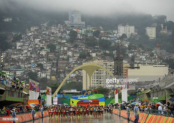 Athletes start the race during the Men's Marathon on Day 16 of the Rio 2016 Olympic Games at Sambodromo on August 21 2016 in Rio de Janeiro Brazil