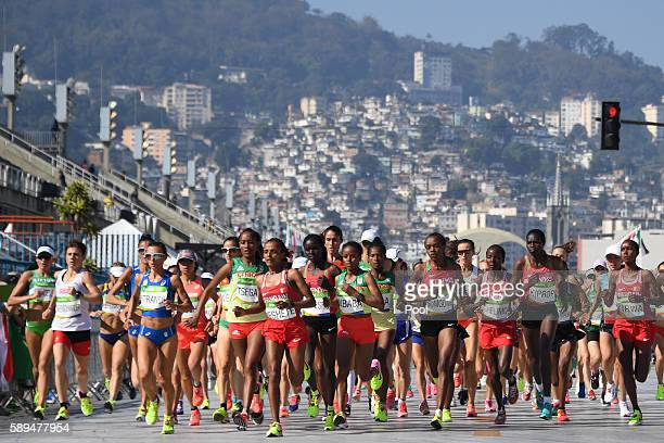 Athletes take the start of the Women's Marathon during the athletics event at the Rio 2016 Olympic Games at Sambodromo in Rio de Janeiro on August...