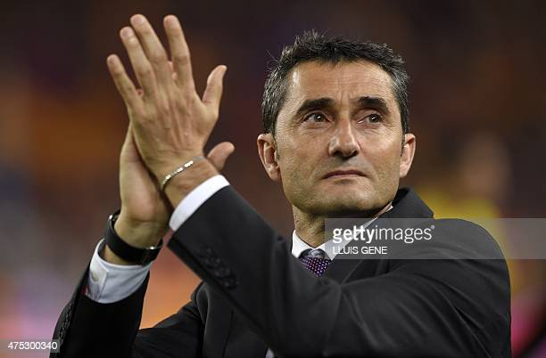 Athletic Bilbao's coach Ernesto Valverde applauds at the end of the Spanish Copa del Rey final football match Athletic Club Bilbao vs FC Barcelona at...