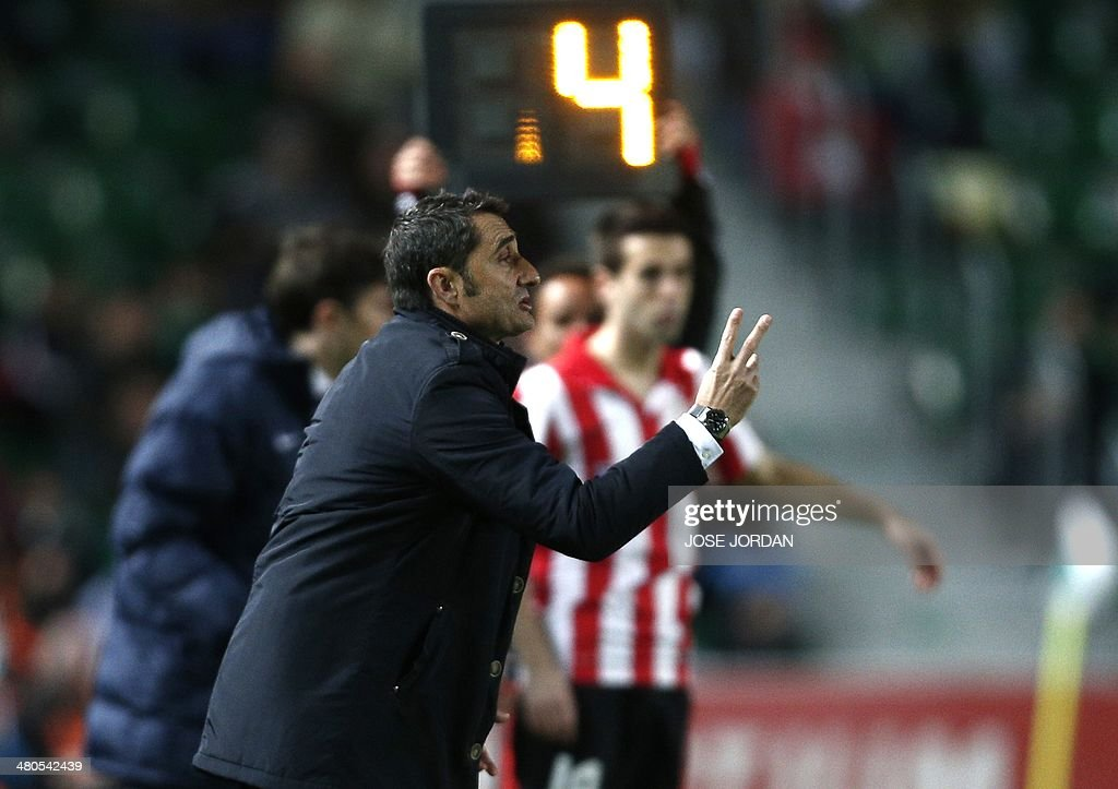 Athletic Bilbao's coach Ernesto Valverde gestures during the Spanish league football match Elche CF vs Athletic Club Bilbao at the Martinez Valero stadium in Elche on March 25, 2014.