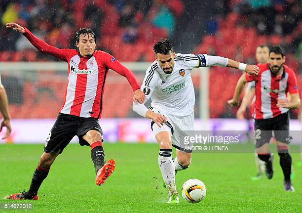 Athletic Bilbao's midfielder Ander Iturraspe vies with Valencia's forward Alvaro Negredo during the UEFA Europa League Round of 16 first leg football...