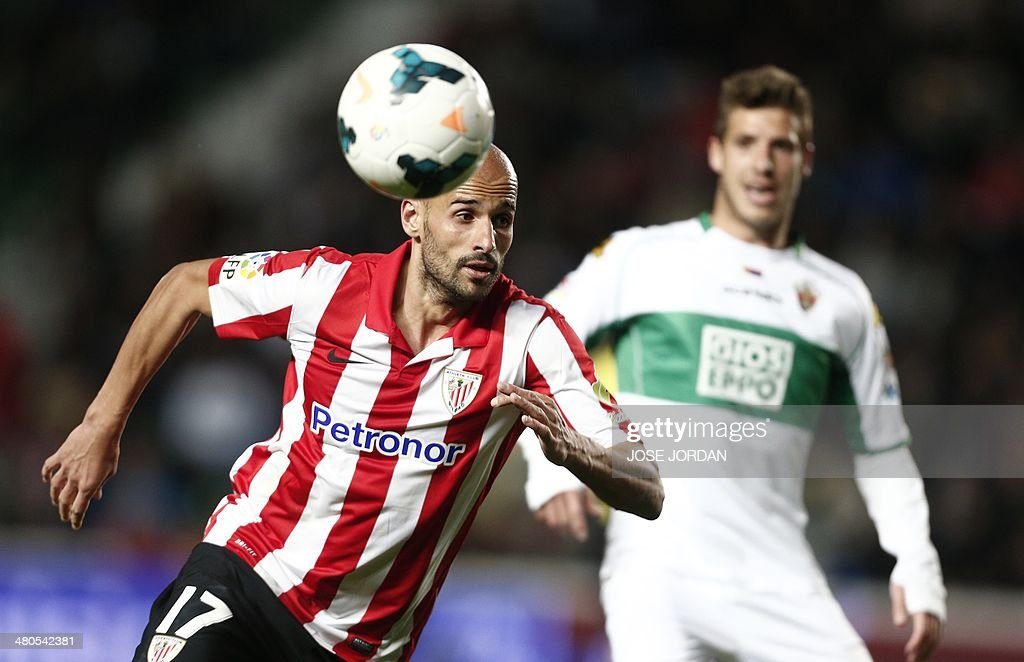 Athletic Bilbao's midfielder Mikel Rico (L) vies with Elche's midfielder Ruben Perez during the Spanish league football match Elche CF vs Athletic Club Bilbao at the Martinez Valero stadium in Elche on March 25, 2014.