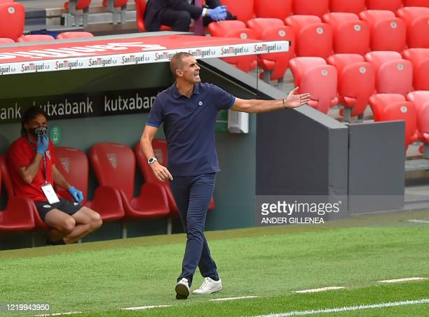Athletic Bilbao's Spanish coach Gaizka Garitano gives instructions to his players during the Spanish League football match between Athletic Club...
