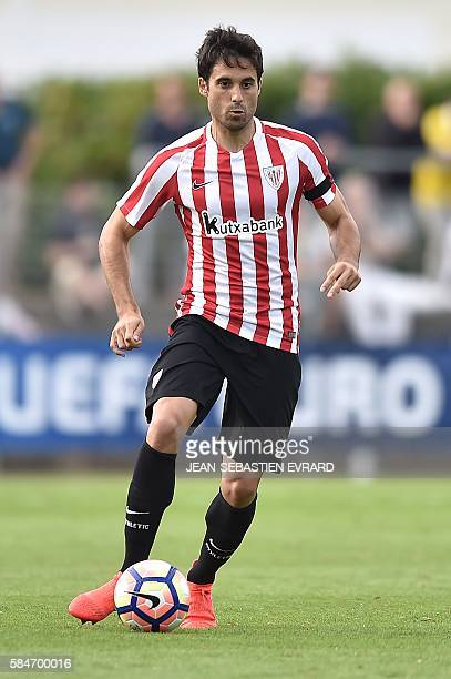 Athletic Bilbao's Spanish defender Xabier Etxeita runs with the ball during the friendly football match between Nantes and Athletic Bilbao on July 30...