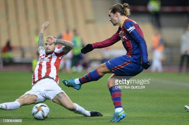 Athletic Bilbao's Spanish forward Ibai Gomez vies with Barcelona's French midfielder Antoine Griezmann during the Spanish Super Cup final football...