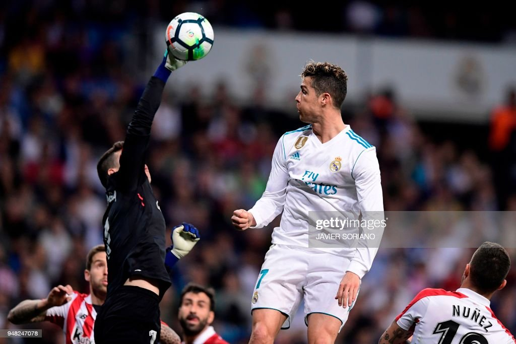 Athletic Bilbao's Spanish goalkeeper Kepa Arrizabalaga Revuelta (L) vies with Real Madrid's Portuguese forward Cristiano Ronaldo (R) during the Spanish league football match Real Madrid CF against Athletic Club Bilbao at the Santiago Bernabeu stadium in Madrid on April 18, 2018. /