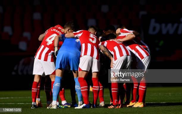 Athletic Club players form a team huddle prior to the La Liga Santander match between Valencia CF and Athletic Club at Estadio Mestalla on December...