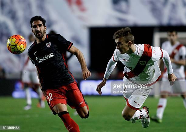 Athletic de Bilbaos Spanish midfielder Raul Garcia andRayo Vallecanos Spanish Defender Javier Llorente during the Spanish League 2015/16 match...