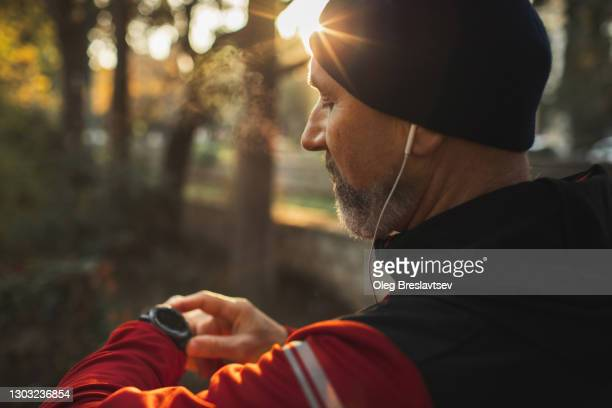 athletic runner start training on fitness tracker or smart watch and looking forward - watch what happens: live stock pictures, royalty-free photos & images