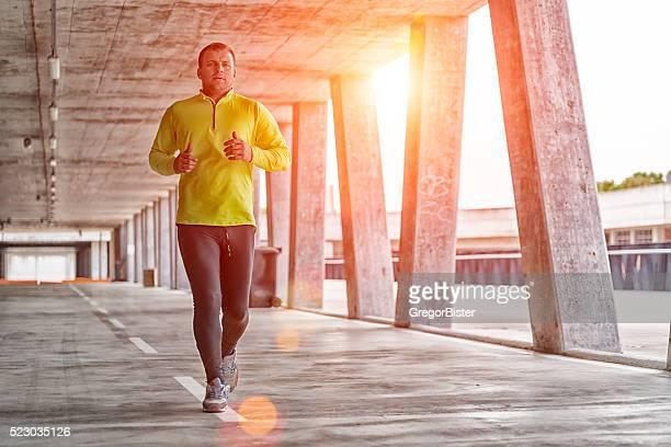 De course de sport homme athlétique en termes de formation