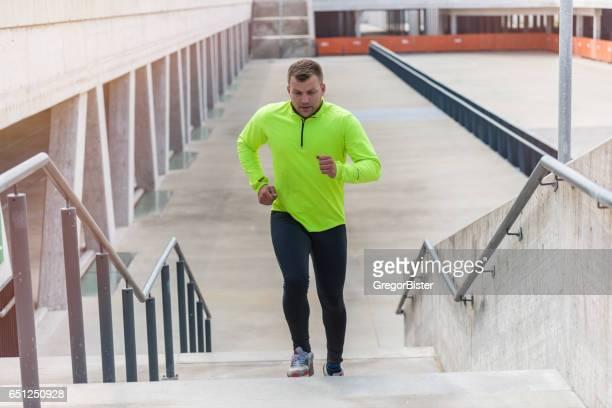 アスレチックスポーツランナーランナーアップステアズで都会的なトレーニング