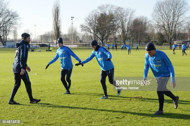 Athletic trainer Hendrik Vieth Palko Dardai Per Skjelbred and Karim Rekik of Hertha BSC during the training session at the Schenkendorfplatz on...
