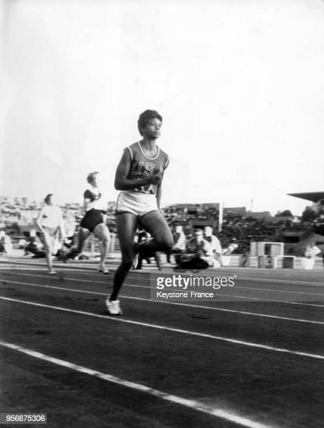 L'athlète américaine Wilma Rudolph pendant une course