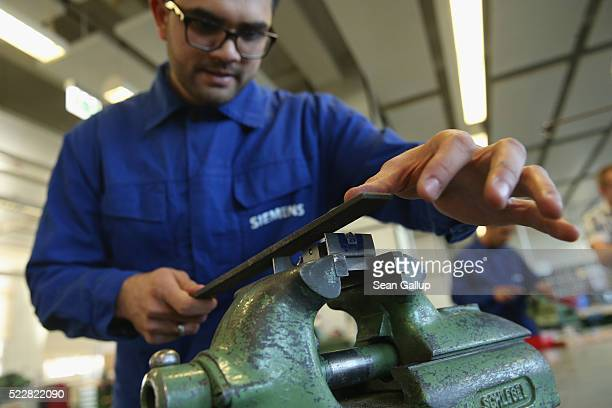 Atif Raees Zafar from Pakistan participates in a technical jobtraining program for refugees at a Siemens training center on April 21 2016 in Berlin...