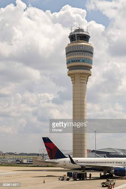 atlanta airport tower - hartsfield jackson atlanta international airport stock pictures, royalty-free photos & images