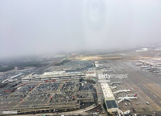 atlanta airport viewed from an airplane, usa - hartsfield jackson atlanta international airport stock pictures, royalty-free photos & images