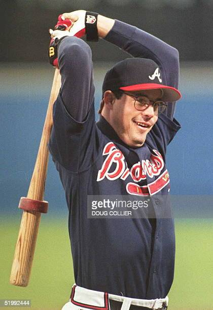 Atlanta Braves pitcher Greg Maddux loosens up 20 October before batting practice at Atlanta's Fulton County Stadium on the eve of game one of the...
