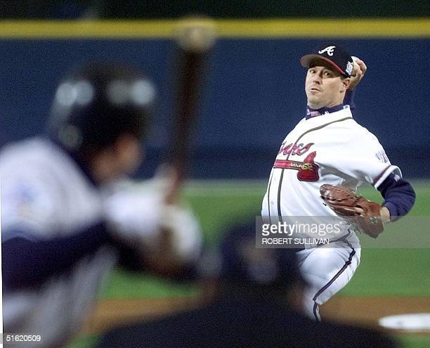 Atlanta Braves starting pitcher Greg Maddux in action against the New York Yankees during the 1st inning 23 October 1999 in game one of the 1999...
