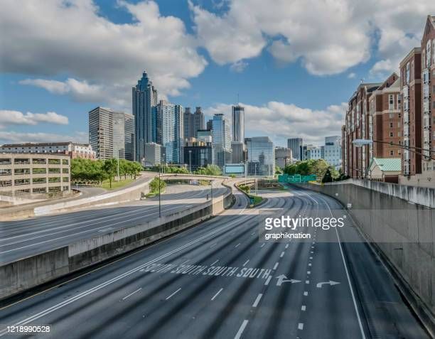 atlanta empty highway during covid-19 - atlanta georgia stock pictures, royalty-free photos & images