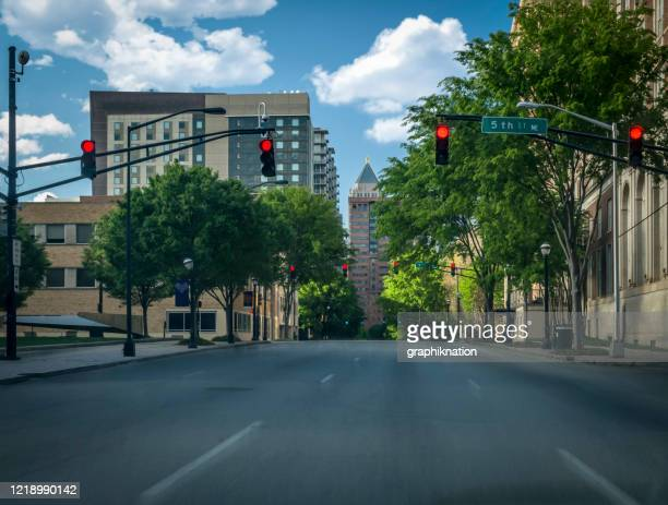 atlanta lege straten tijdens covid-19 - georgia verenigde staten stockfoto's en -beelden