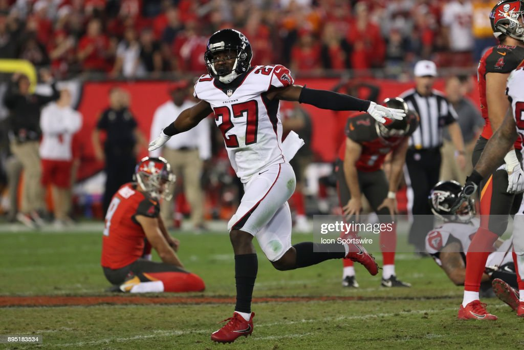 2e5d3abc4 Atlanta Falcons free safety Damontae Kazee (27) signals that the field goal  attempt from ...