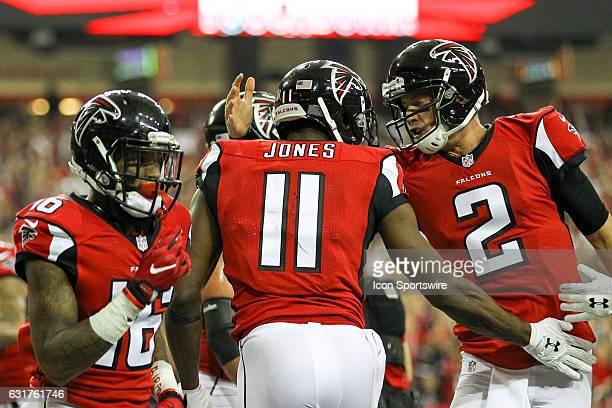 Atlanta Falcons quarterback Matt Ryan celebrate a Atlanta Falcons wide receiver Julio Jones touchdown during the NFC Divisional Playoff game between...