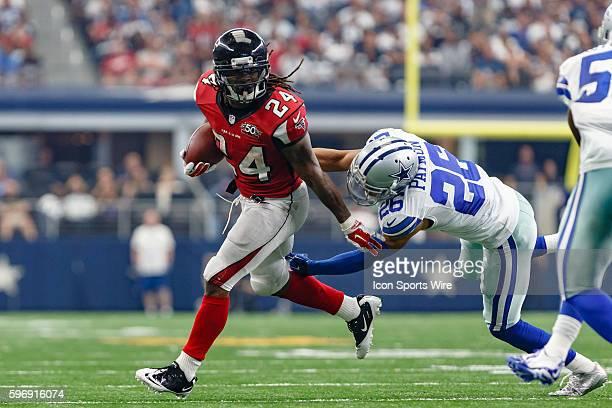 Atlanta Falcons Running Back Devonta Freeman [19971] during the NFL game between the Atlanta Falcons and the Dallas Cowboys at ATT Stadium in...