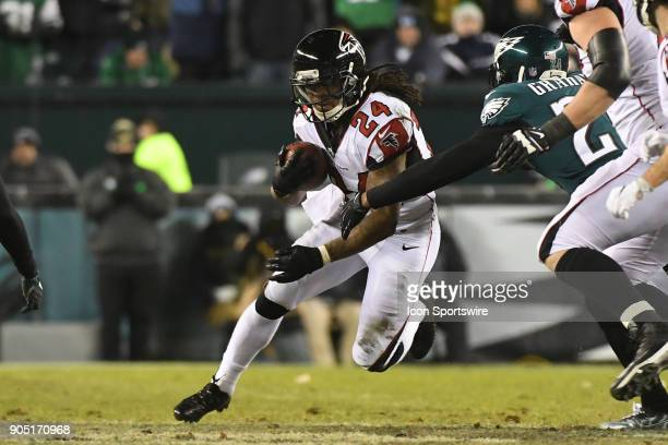 Atlanta Falcons running back Devonta Freeman runs the ball during the NFC Divisional Playoff game between the Philadelphia Eagles and the Atlanta...