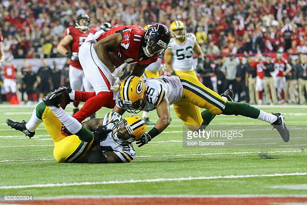 Atlanta Falcons wide receiver Julio Jones runs the ball after a catch and picks up a first down during the second half of the NFC Championship Game...