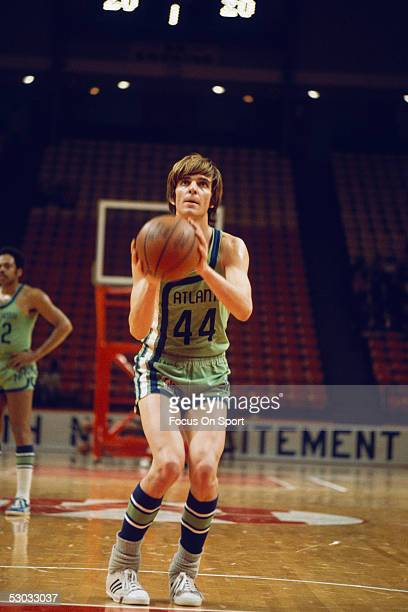 Atlanta Hawks' guard Pete Maravich shoots near the basket NOTE TO USER User expressly acknowledges and agrees that by downloading and/or using this...