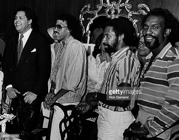 Atlanta Mayor Maynard Jackson with Lionel Richie William King and Thomas McClary of The Commodores attend a backstage Grammy presentation to The...