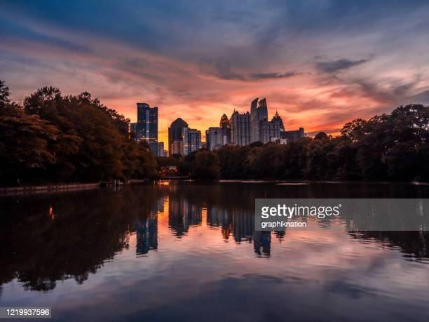atlanta skyline at dusk - atlanta georgia stock pictures, royalty-free photos & images