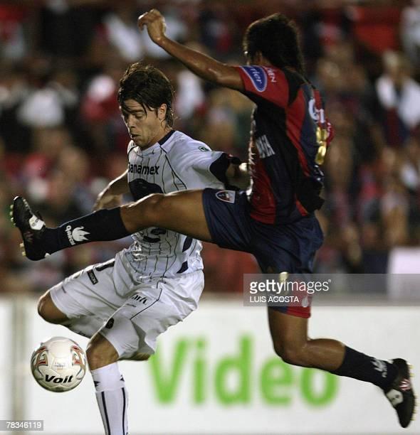 Atlante's Christian Ariza attempts to stop Pumas' Esteban Solari during their Mexican football league final match in Cancun 09 December 2007 AFP...