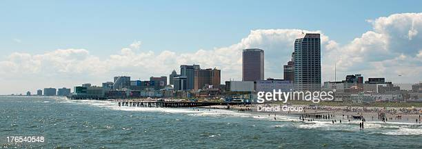 atlantic city beach and boardwalk. - atlantic city stock pictures, royalty-free photos & images
