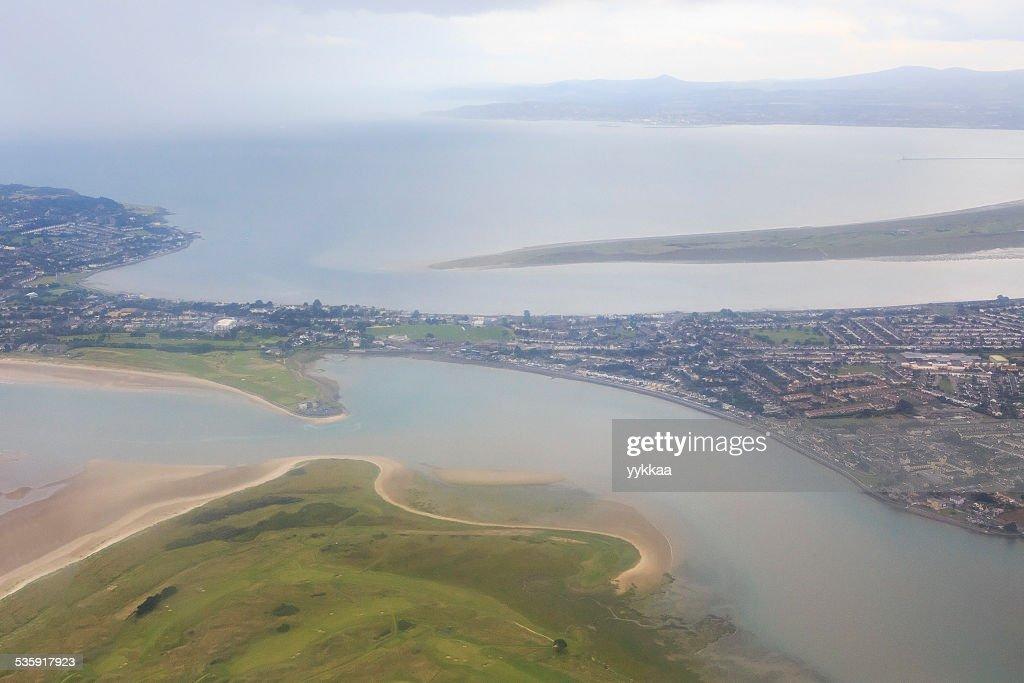 Océano Atlántico y a las afueras de Dublín : Foto de stock