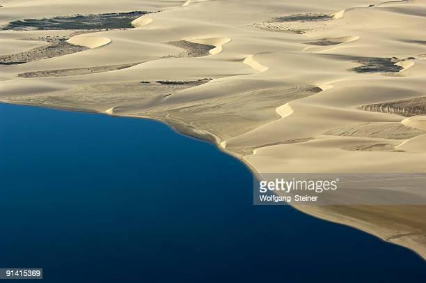 atlantic ocean meet the namib dunes - sossusvlei stockfoto's en -beelden
