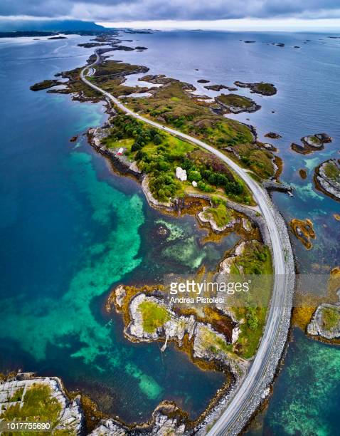 atlantic road in norway - atlantic road norway photos et images de collection