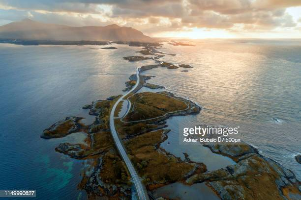 atlantic road - atlantic road norway photos et images de collection