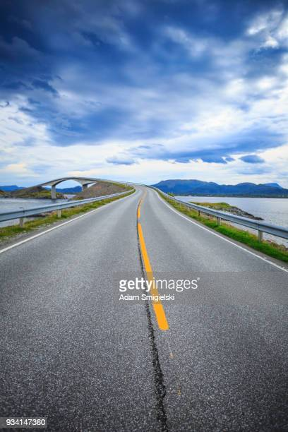 route de l'atlantique (atlanterhavsveien) - atlantic road norway photos et images de collection