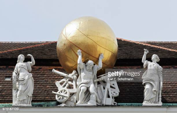 atlas carrying the firmament on his shoulders, mythological figures on the roof of the national library, josefsplatz, vienna, austria - mitologia greca foto e immagini stock
