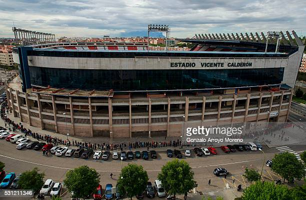 Atletico de Madrid fans queue up to purchase a ticket for the UEFA Champions League Final between Club Atletico de Madrid and Real Madrid CF at...
